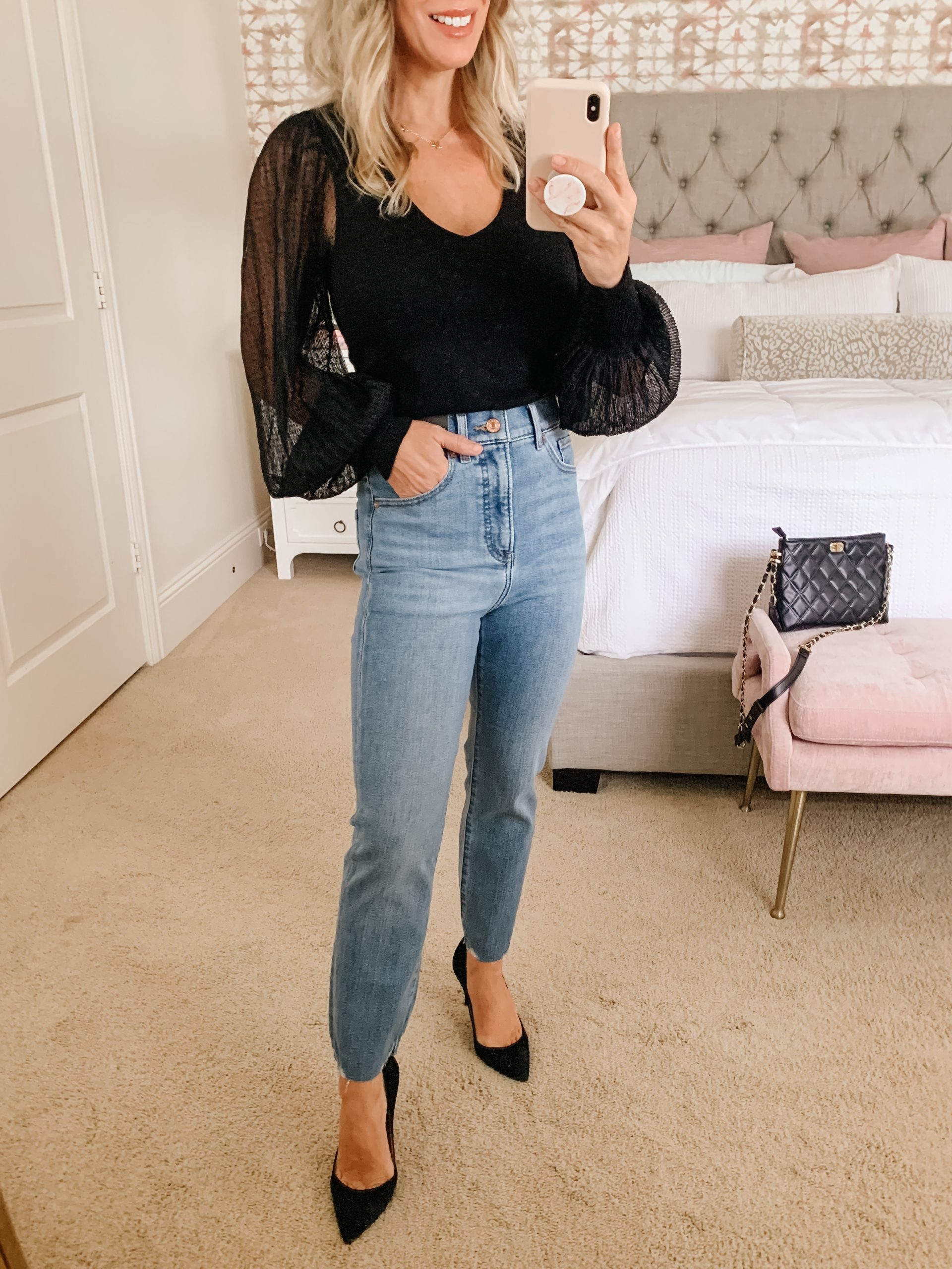 black top and high waist skinny jeans